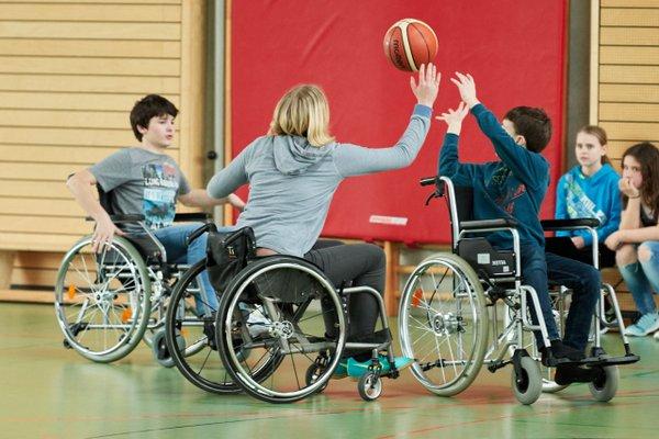 Basketballspieler im Rollstuhl